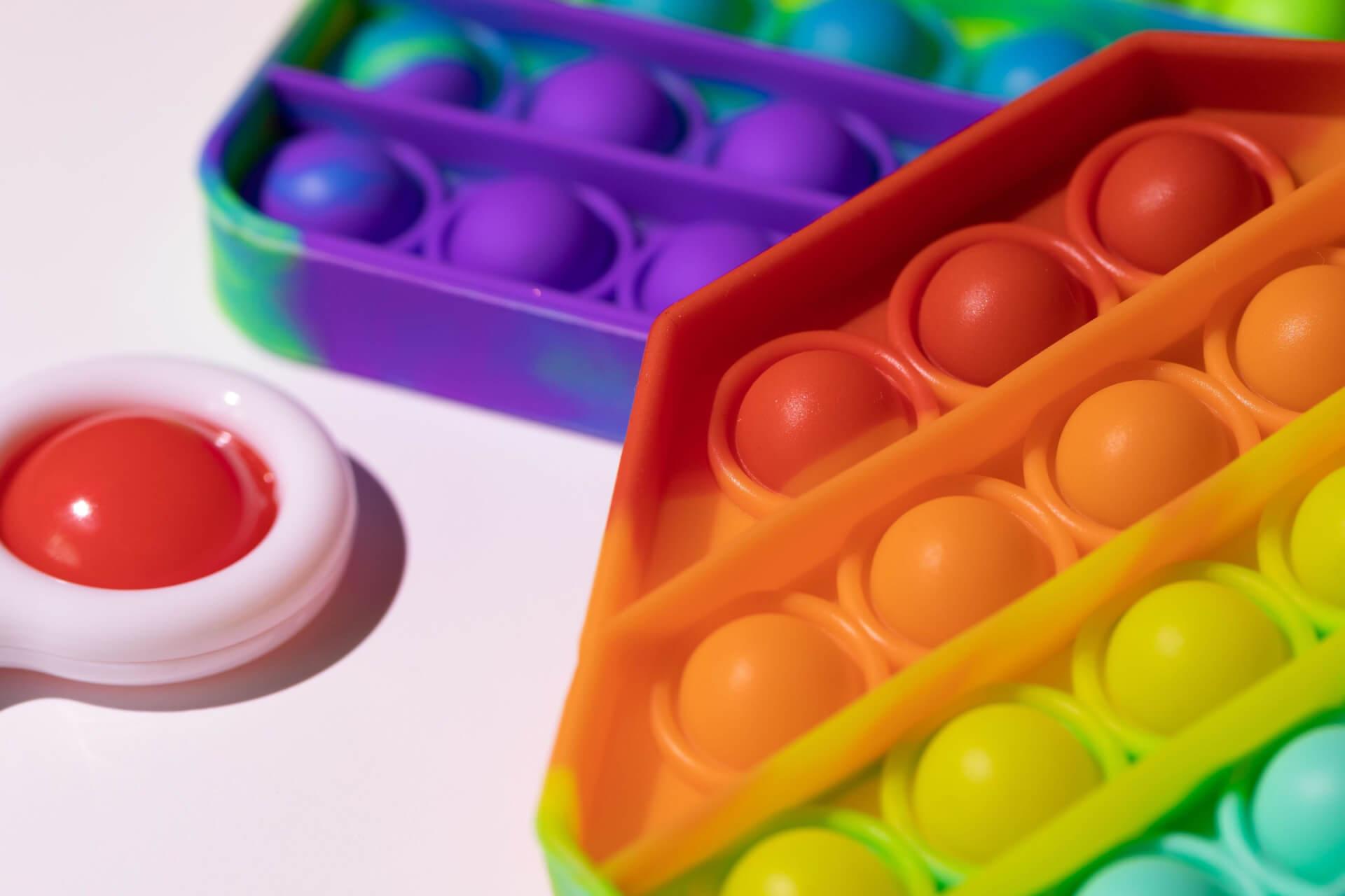 Новый тренд в категории антистресс-игрушек: поп-ит и симпл-димпл
