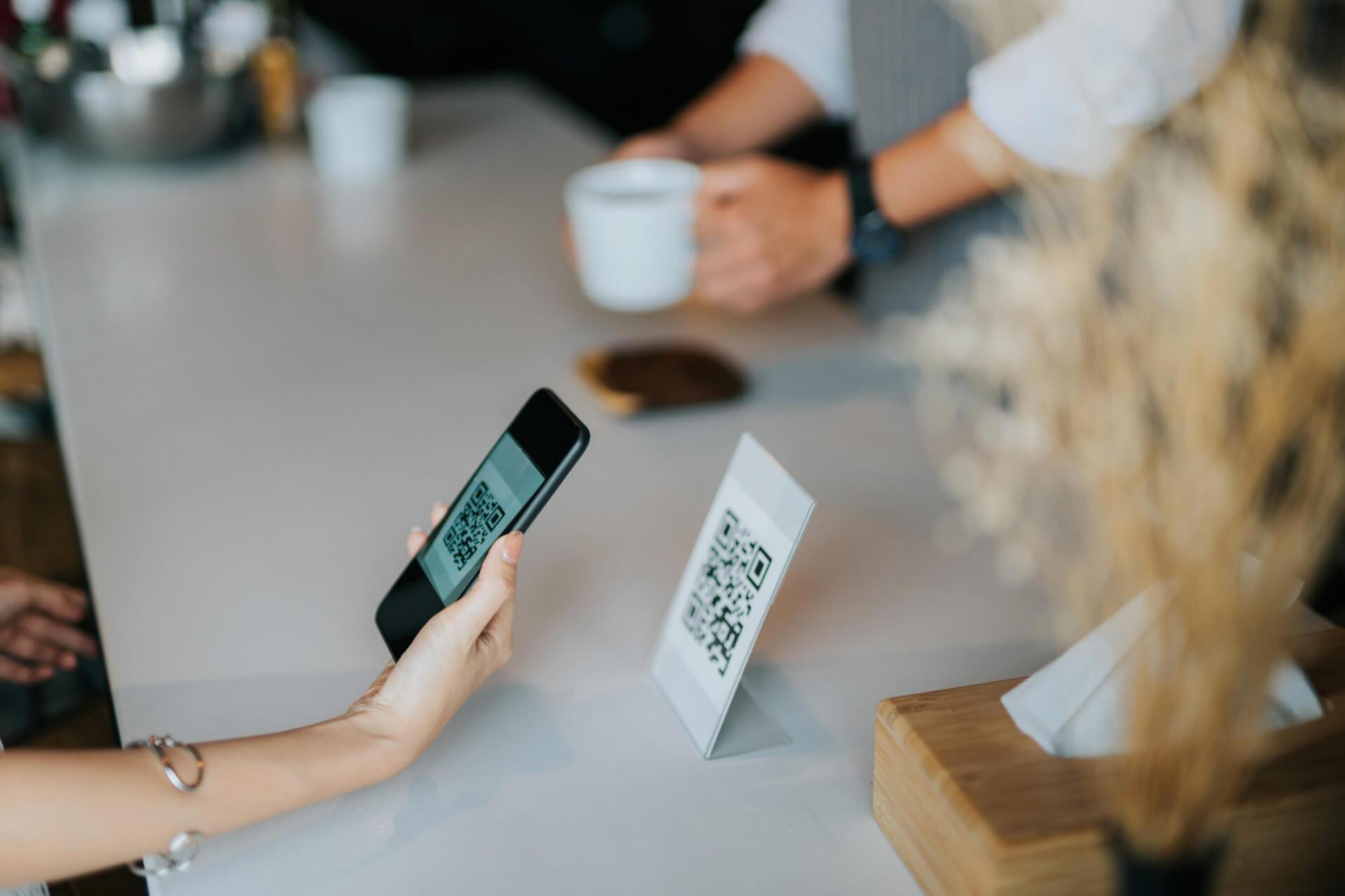 Первый день обязательного QR-кода в ресторанах. Траты в Москве и РФ