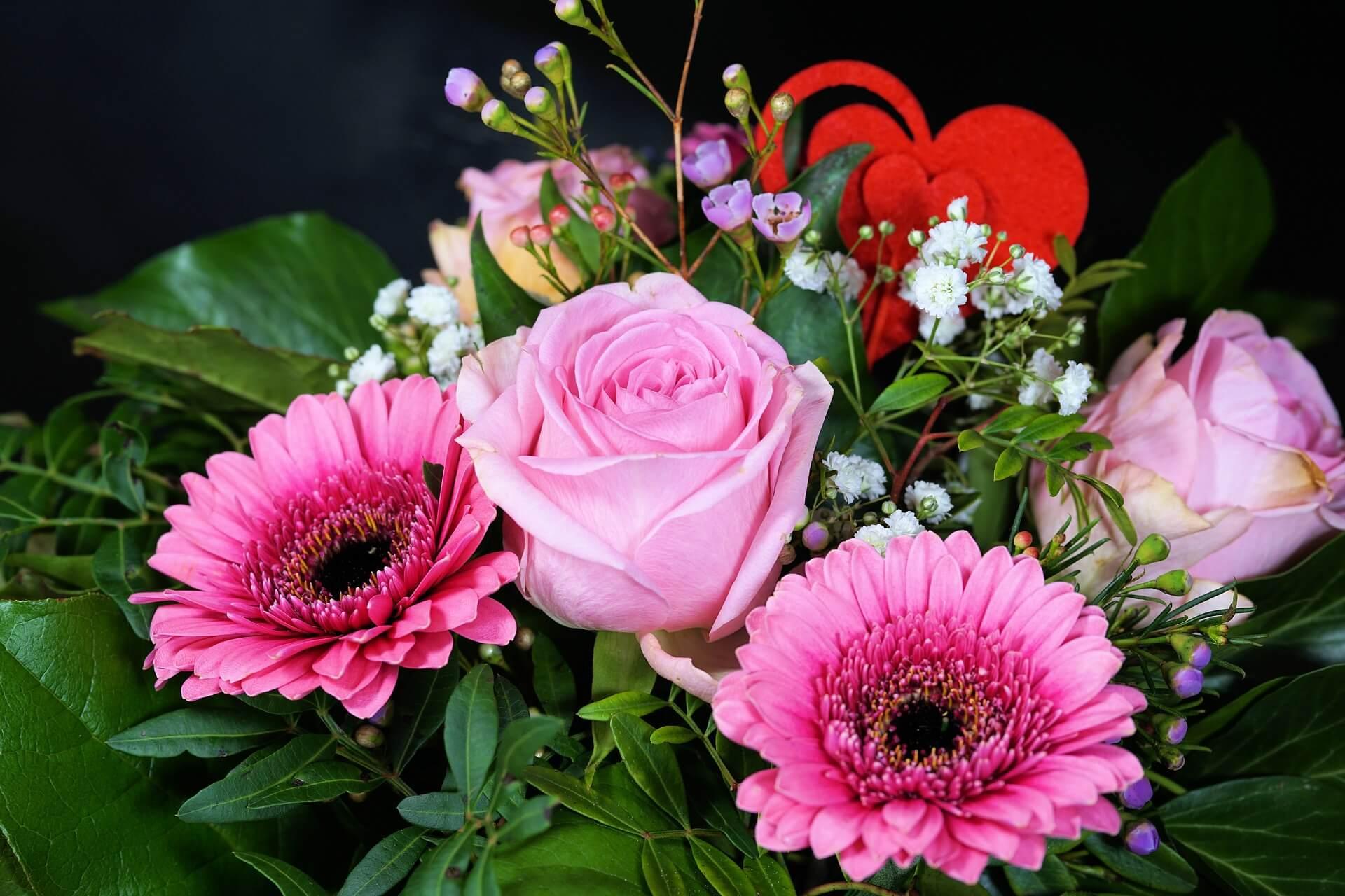 Как покупают цветы и шары ко Дню знаний
