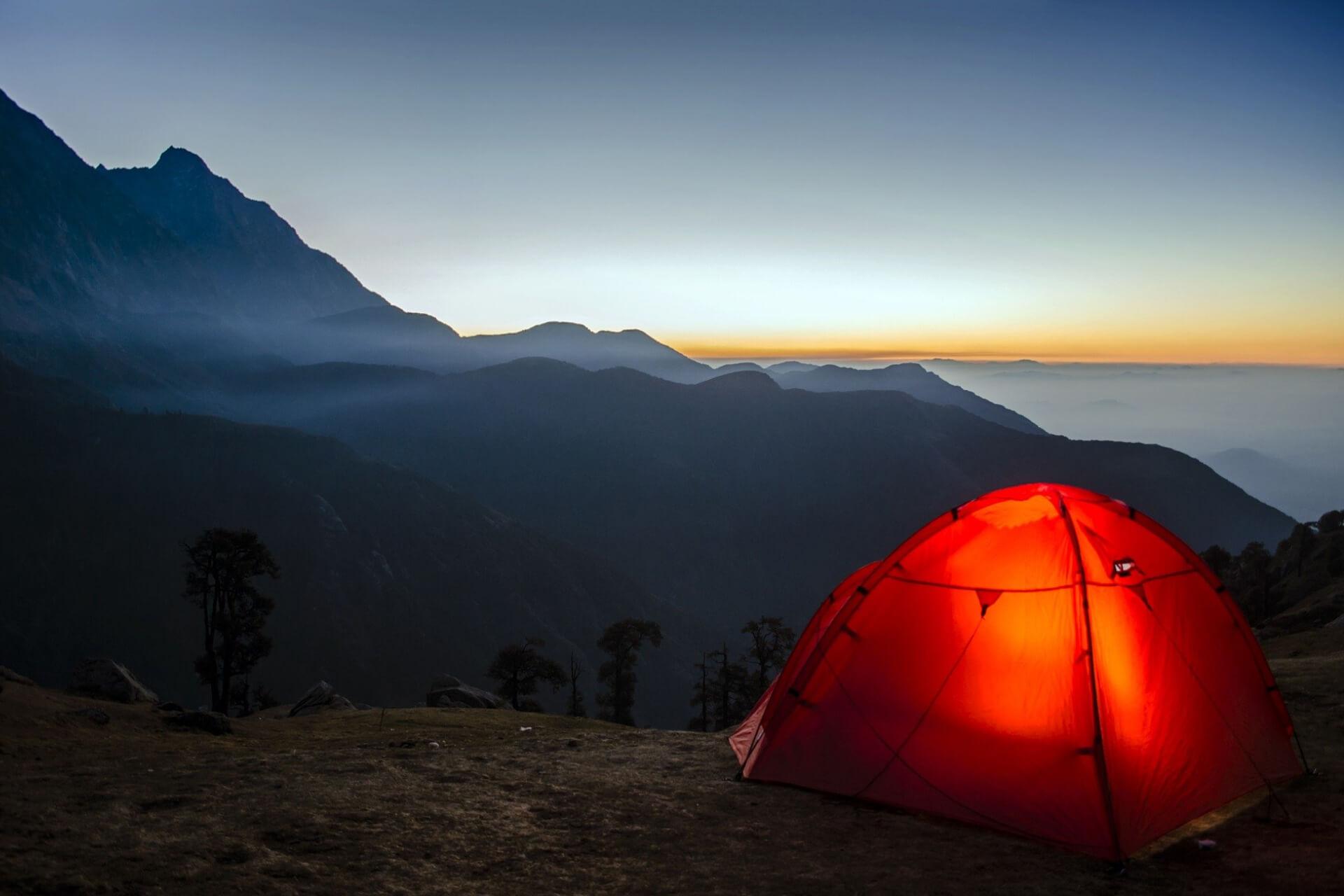 С палаткой по стране. Спрос на товары для туризма
